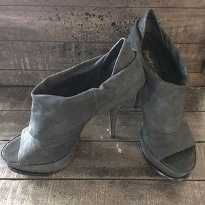 Elizabeth and James Black Suede Leather heels